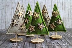 Felt Tabletop Christmas Trees | These tabletop Christmas trees are made with budget-friendly felt!