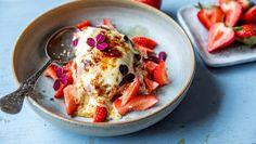 Gratinerte jordbær Creme Brulee, Blondies, Pancakes, Food And Drink, Eggs, Breakfast, Desserts, Morning Coffee, Tailgate Desserts