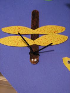 Ramblings of a Crazy Woman: Summer Pond- Dragon Fly- Part II Craft table? Insect Crafts, Bug Crafts, Craft Stick Crafts, Craft Sticks, Craft Ideas, Preschool Projects, Preschool Themes, Preschool Crafts, Toddler Crafts