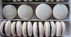 Húsvét óta nem sütöttem macaront. Akkoriban éppen nagyüzemileg gyártottam. :)) De amikor megláttam chriesinél azokat a hófehér macaronokat... Plates, Tableware, Licence Plates, Dishes, Dinnerware, Plate, Dish