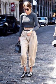 Pantalones de cintura alta y crop top