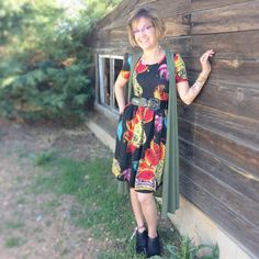 LuLaRoe Amelia dress with pockets and box pleats and LuLaRoe Joy vest are heading with me to Secrest Elementary in Colorado for a Teacher Appreciation LuLaRoe Pop Up! Click to join my VIP group and see more outfits of the day and styling tips!   https://www.facebook.com/groups/LetTheGoodTimesROE/