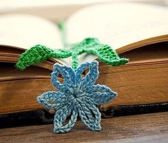 Lesezeichen für Bücher von gehäkelten Blumen.  Farbschema (37) (383x328, 77Kb)  http://marrietta.ru/rubric/2103402/