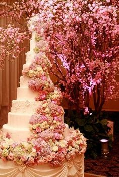 Apparently, the auspicious moment of a wedding is consecrated by wedding cakes. Without wedding cakes, no marriage looks complete. Beautiful Wedding Cakes, Gorgeous Cakes, Pretty Cakes, Amazing Cakes, Perfect Wedding, Dream Wedding, Luxury Wedding, Beautiful Flowers, Cheap Lace Wedding Dresses