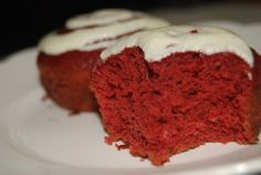 Red Velvet Cupcakes with Creamy Vanilla Bean Frosting - This is serious, you could lose count!