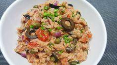 Simpele tonijnsalade op Italiaanse wijze met o.a. kappertjes, tomaat en olijven #recepten #recept #koken #eten #food #tonijnsalade #lunch