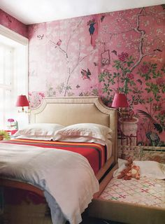 I love how the Chinoiserie wallpaper is a mural rather than the same pattern, pattern, pattern. Chinoiserie bedroom with pink wallpaper and trundle bed from House Beautiful.