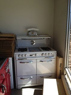 Vintage stove with double ovens, reconditioned, all original parts.