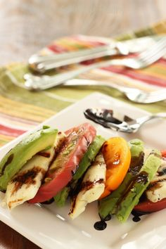 Heirloom Tomato, Avocado and Grilled Halloumi Caprese Salad|Craving Something Healthy