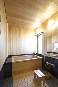 木ごころ | 四季工房【宮城展示場のご紹介】 Japanese Interior, Japanese Design, Bathroom Spa, Bathroom Layout, Japanese Bathroom, Japanese Architecture, Japanese House, Bathroom Styling, House In The Woods