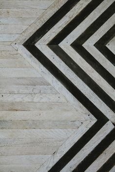 Idea for wall finish or flooring - horizontal strips of natural wood, bordered by zigzagging border of natural and black-painted wood Floor Patterns, Textures Patterns, Henna Patterns, Doll Patterns, Floor Design, House Design, Design Hotel, Design Shop, Store Design