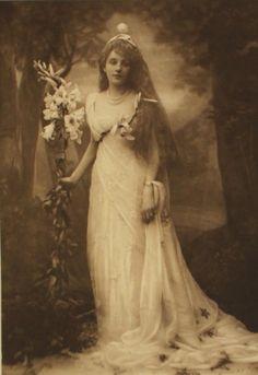 maudelynn: Titania at the Duchess of Devonshire's Ball c.1897