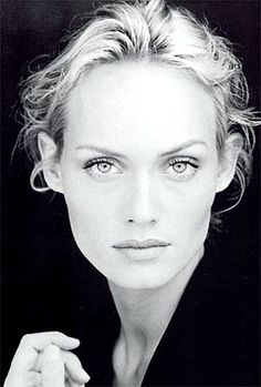 Amber Evangeline Valletta (Phoenix - Arizona, 9 de febrero de 1974) es una modelo y actriz estadounidense. Es conocida por sus papeles en las películas Hitch, Transporter 2 y Gamer.
