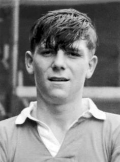 Duncan Edwards tribute: United fans will make pilgrimage to Dudley for re-dedication of statue to tragic Busby Babe - Manchester Evening News Manchester United Legends, Manchester New, Manchester United Football, Man Utd Squad, Man Utd Fc, Retro Football, World Football, Munich Air Disaster