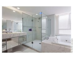 Navegue por fotos de Banheiros minimalistas : Sala de Banho – Apartamento Panamby. Veja fotos com as melhores ideias e inspirações para criar uma casa perfeita.