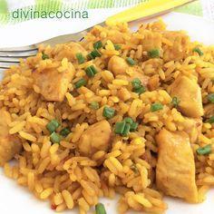 Este arroz con pollo al curry se elabora de una forma sencilla y tradicional pero con la aportación del sabor y color del curry se convierte en un plato original y diferente.