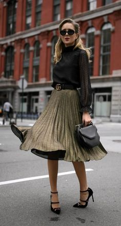 07cb21218f Esta es la mejor manera de usar una  falda midi durante el invierno Falda  Midi