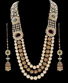Check out this great Look I found on www.me - Luxury jewelry Indian Jewelry Sets, Indian Wedding Jewelry, India Jewelry, Temple Jewellery, Pearl Jewelry, Antique Jewelry, Jewelery, Bling Jewelry, Statement Jewelry