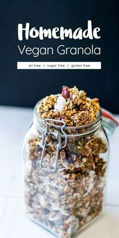 Oil free, refined sugar free vegan homemade granola. It's stuffed with cranberries, almonds, pumpkin seeds and of course, oats instead!  Sugar free, oil free, salt free, gluten free healthy granola recipe :O Sugar Free Vegan, Sugar Free Recipes, Vegan Gluten Free, Gluten Free Muesli, Low Carb Vegan Breakfast, Vegan Breakfast Recipes, Vegan Sweets, Vegan Snacks, Sweets