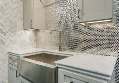 3 Convenient Tips AND Tricks: Peel And Stick Backsplash Mirror marble backsplash contact paper.Marble Backsplash Peel And Stick herringbone backsplash accent. Kitchen Tiles Backsplash, Beadboard Backsplash, Diy Backsplash, Stone Tile Backsplash, Brick Backsplash, Kitchen Backsplash Tile Designs, Backsplash, Copper Backsplash, Rustic Backsplash