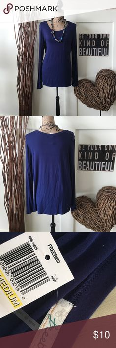 Navy Long sleeve pocketed tee Perfect addition to your spring wardrobe, this long sleeve pocketed front navy blue T-shirt is loose fitting and works as a separate or a layered piece.  Add a necklace or scarf and you are ready to go. freebird Tops Tees - Long Sleeve