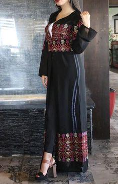 Light black embroidered long kimono/abaya with belt Mode Abaya, Mode Hijab, Abaya Fashion, Fashion Outfits, Afghani Clothes, Afghan Dresses, Long Kimono, Pakistani Dress Design, Indian Designer Wear