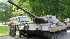 Militaire voertuigen in het Oranjepark Apeldoorn (8)