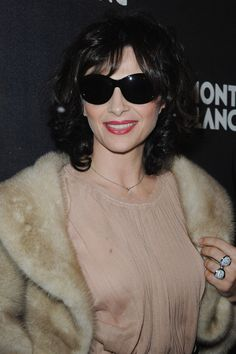Juliette Binoche Sunglasses Looks - StyleBistro Juliette Binoche, Beautiful French Women, Laura San Giacomo, The English Patient, Spring Wear, French Actress, Beauty Queens, Style Icons, Actors & Actresses