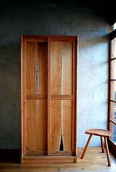 Nice rustic accent for whereever Handmade Furniture, Wooden Furniture, Furniture Design, Wooden Wardrobe, Wardrobe Furniture, Woodworking Inspiration, Furniture Inspiration, Japan Design, Japanese Furniture