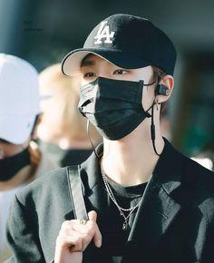 📸 - Hyunjin at Incheon Airport 🧡 Magnum Opus, Fandom, Airport Style, Airport Fashion, Lee Know, Kpop Boy, Boyfriend Material, My Boys, Boy Bands