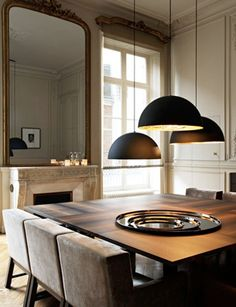 comedores square dining tables are my absolute favorite shape Black pendants hung at different heights, I would even put a bench (or two) for more seating Wood Deco Luminaire, Sweet Home, Best Interior, Interior Design, Classic Interior, Square Dining Tables, Deco Design, Design Salon, Studio Design