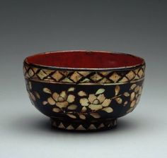 Bowl,  with Mother of Pearl inlay and black and red lacquer. Choson Dynasty. Museum of Fine Arts, Boston. #DecorativeKoreanArt