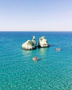 Le due sorelle - the two sisters...another kind of Faraglioni with  crystal water all around 🌞 ... Torre dell'Orso - Salento, Puglia  repost from @sherlockfall - Qui si prospetta una bella giornata.  #torredellorso #sorelle #sisters #faraglioni #crystalwater #bestdestination #otranto #lecce #bari #salento #puglia #apulia #faraglioni #capri #adriatic #greece #montenegro #albania #croatia #summer #estate #mare #sea #mediterranean #italia #italy
