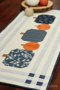 Thanksgiving Table Runner, Halloween Table Runners, Table Runner And Placemats, Table Runner Pattern, Patchwork Table Runner, Quilted Table Runners, Fall Table, Quilting Projects, Quilting Designs