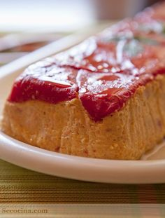 Pastel de salmón y calabacín con pimientos de piquillo Spanish Cuisine, Spanish Food, Fish Recipes, Salad Recipes, Healthy Recipes, Kneading Dough, Fish And Meat, Savoury Dishes, A Food