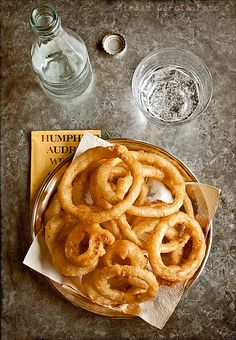 Sourdough-Battered Onion Rings | El Invitado de Invierno