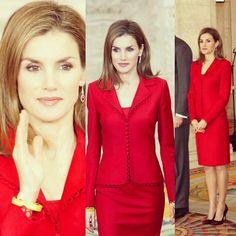 """""""#estiloLetizia Para el día 15 de enero, la Reina llevaba un conjunto rojo de #FelipeVarela con ribete en la chaqueta y en el bajo de la falda.  Como…"""""""