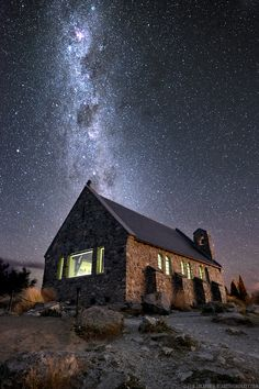 The Church of the Good Shepherd on the shore of Lake Tekapo is so perfectly positioned you swear it was the path way to the Milky Way. This beautiful little church is in Tekapo, South Island, New Zealand. Good Shepard, The Good Shepherd, Nocturne, Night Photography, Amazing Photography, Autumn Photography, Elia Locardi, Cosmos, Cities