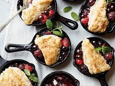 These fruit desserts are made in mini cast-iron skillets for a unique presentation. Try serving Mini Berry Cobblers at your next dinner party. Mini Appetizers, Appetizer Recipes, Dessert Recipes, Milk Recipes, Veggie Recipes, Cooking Recipes, Veggie Food, Cooking Tips, Cast Iron Skillet Dessert Recipe