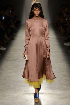 Rochas Spring/Summer 2017 Ready-To-Wear Collection   British Vogue @sommerswim