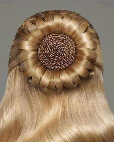 Wow what a look in this braided hair, very beautiful but also complicated <3 <3 <3