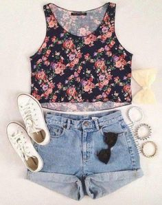 Floral crop top and highwaisted shorts, I love floral and loving the white converse look.