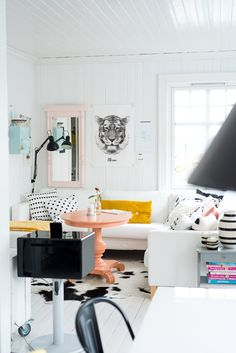 A Grown-Up Take on Decorating with Pastels / Get started on liberating your interior design at Decoraid (decoraid.com).