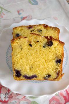 BIZCOCHO DE LIMÓN Y ARÁNDANOS | Con Harina en Mis Zapatos Bunt Cakes, Cupcake Cakes, Cupcakes, Brunch, Plum Cake, Pan Dulce, Almond Cakes, Cake Recipes, Bakery