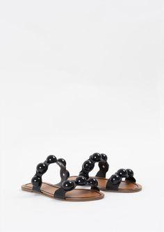 Γυναικεία σανδάλια Arezzo. Είναι κατασκευασμένα από άριστης ποιότητας υλικά, αντιολισθητική σόλα για σταθερό περπάτημα. Μια ιδιαίτερη επιλογή που θα δώσει ξεχωριστό στυλ σε κάθε σας εμφάνιση. Shoes, Fashion, Moda, Zapatos, Shoes Outlet, Fashion Styles, Shoe, Footwear, Fashion Illustrations