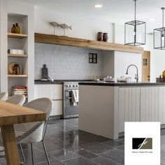 Uitstekende balk in de keuken - Lilly is Love Beautiful Kitchens, Kitchen Dinning Room, Small Space Kitchen, House Styles, House Interior, Kitchen Dining Room, Home Kitchens, Kitchen Dinning, Kitchen Style