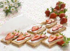 Jordbær-rabarbersnitter   Familie Journal