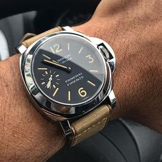 The #Panerai #PAM001Q Special Edition Luminor Marina. Only 159 of these were made available through the boutique and feature the historic store front engraved into the case back. Pic by @_dome13 #paneraicentral