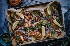 HALLOUMI-PERUNAVUOKA (JOGURTTIMARINOITU HALLOUMI) Halloumi, Vegetable Pizza, Pesto, Food Porn, Vegetables, Vegetable Recipes, Veggies, Treats