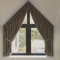#Apexwindow a project we fitted last week in a #masterbedroom in #Northamptonshire using @ian_mankin #Hopsack #linen